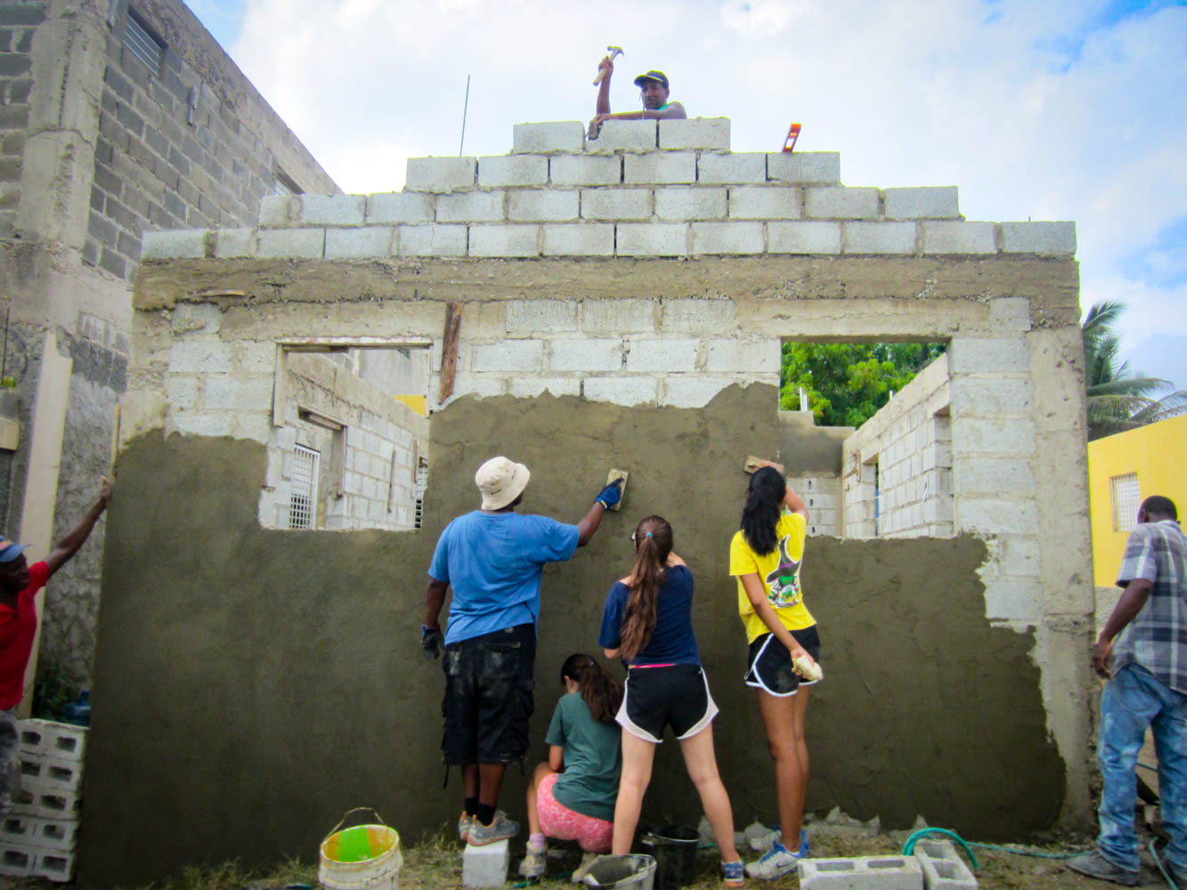 VISIONS participants and local community members collaborating in the Dominican Republic.